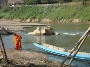 Lühilugu: Kaks munka, jõgi ja naine (minevikust kinnihoidmine)
